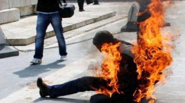 صورة لهذا السبب أضرم شاب النار في جسده بمرجان أكادير