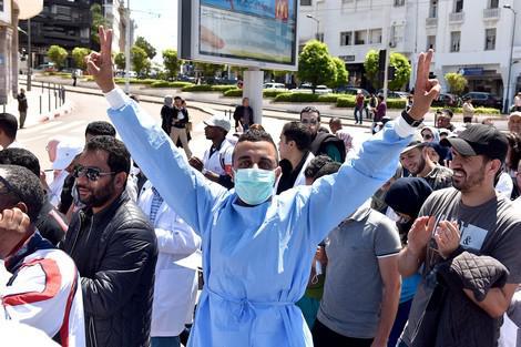 صورة إضراب الممرضين يشل المستشفيات العمومية  و يتسبب في تأجيل عمليات جراحية بأكبر المستشفيات