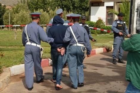 صورة اعتقال ناشط فايسبوكي بتهمة إهانة درك والماس