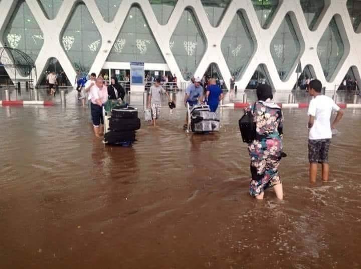 صورة أمطار رعدية تغرق مطار المنارة بمراكش