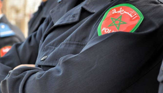 صورة شرطيان بمطار أكادير يسرقان هاتفا من مسافر ..والشرطة القضائية تدخل على الخط