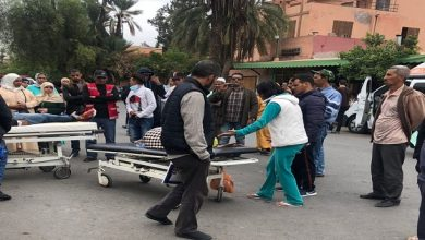 صورة مواطنون يخرجون مرضى من مستشفى بمراكش احتجاجا على تردي الخدمات