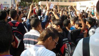"""صورة التلاميذ يحتجون على التوقيت الجديد والوزارة: """"حالات معزولة"""""""