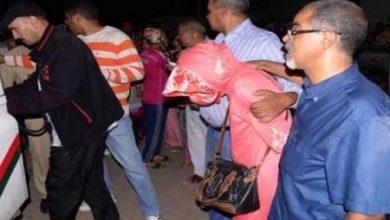 صورة اعتقال سيدة ضمن عصابة مختصة في النصب على أثرياء ورجال أعمال