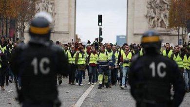 """صورة حاكم باريس العسكري يهدد بإطلاق النار على محتجي """"السترات الصفراء"""""""