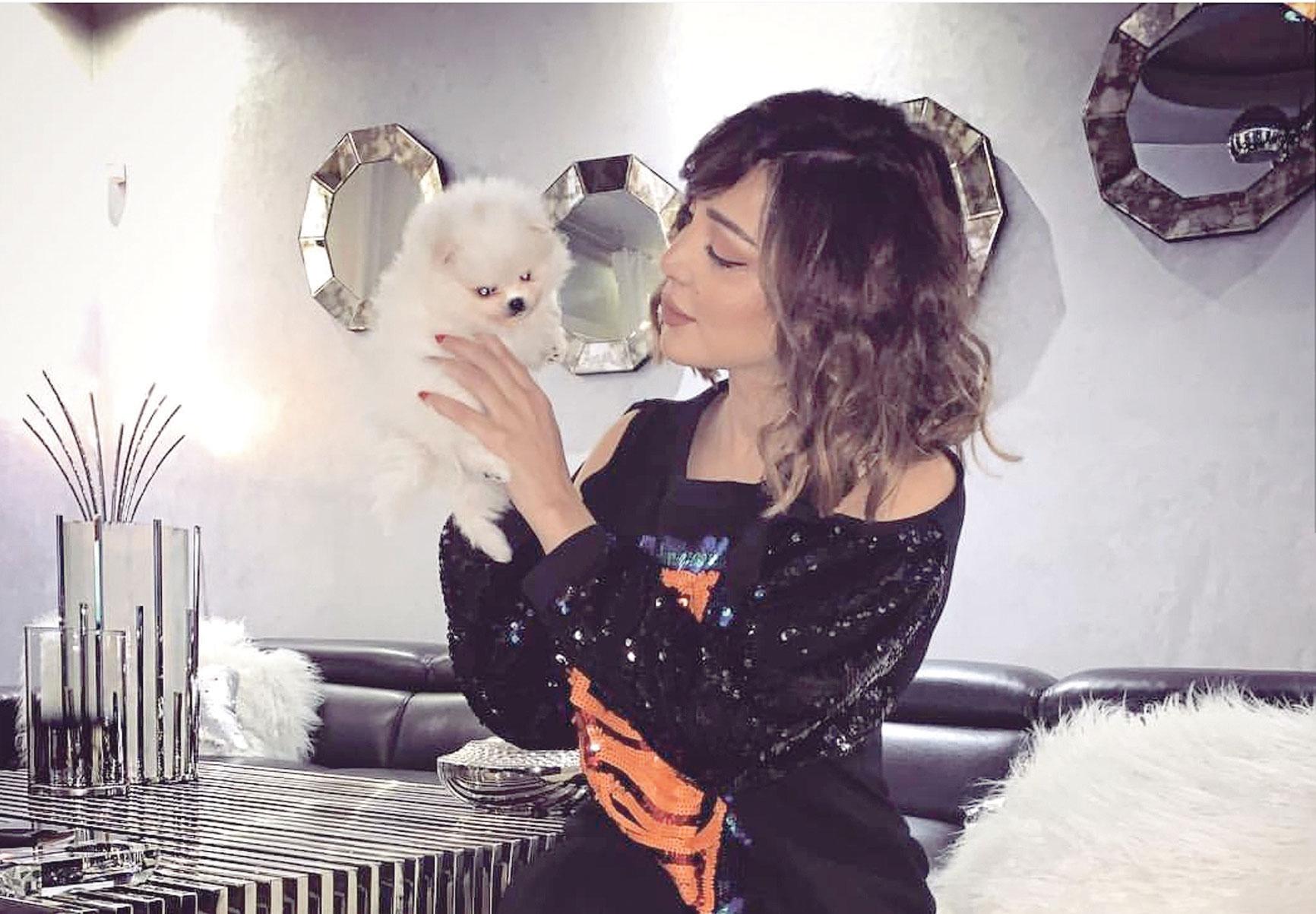 صورة بسمة بوسيل تثير استياء متابعيها بصورة مع كلبها