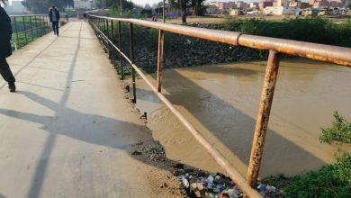 صورة قنطرة حديدية تهدد سلامة المواطنين بسيدي سليمان أمام صمت المسؤولين