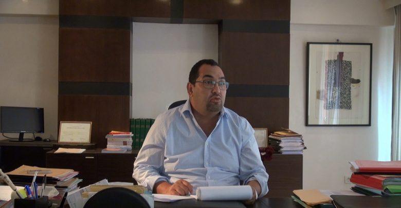 صورة بنسليمان يصف مستشارين بالجاهلين ومعارض يؤكد أن «المصباح» رشح أميين بمراكش
