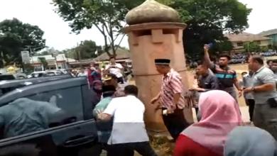 صورة بالفيديو.. إصابة وزير وقائد للشرطة في عملية طعن