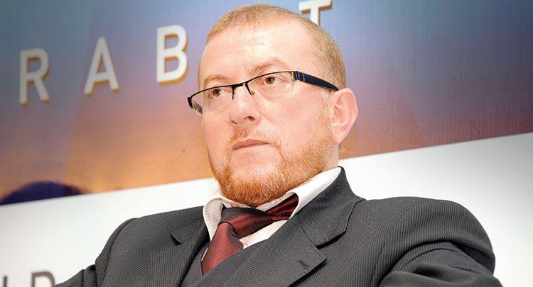 صورة الحكومة تقصف بوليف وتتهمه بالتشويش على مشروع ملكي