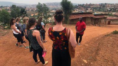 صورة بسبب كورونا.. سياح إيطاليون يرفضون مغادرة إثيوبيا رغم انتهاء تأشيراتهم