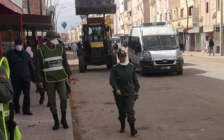 صورة سلطات برشيد تستعين بـ«طراكس» لتحرير الملك العمومي