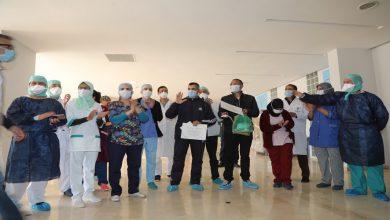 صورة بالصور.. شفاء شابين من فيروس كورنا بمستشفى الرازي بمراكش