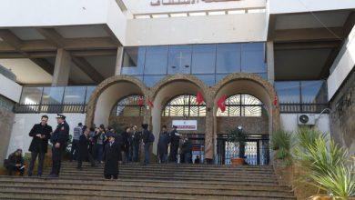 صورة لصوص «الساعات الفاخرة» أمام جنايات الرباط بعد إدانتهم ابتدائيا بـ138 سنة سجنا
