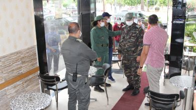 صورة بالصور.. السلطات تقف على تطبيق معايير السلامة بالمقاهي والمطاعم