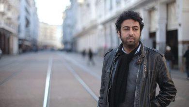صورة بعد ساعات من التحقيق.. الصحافي عمر الراضي يغادر مقر الفرقة الوطنية
