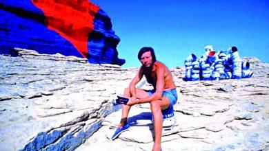 صورة نحات حول تافراوت إلى معرض مفتوح