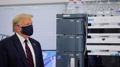 صورة ترامب يتهم الدولة العميقة بتأخير الاختبارات السريرية للقاحات كورونا بأمريكا