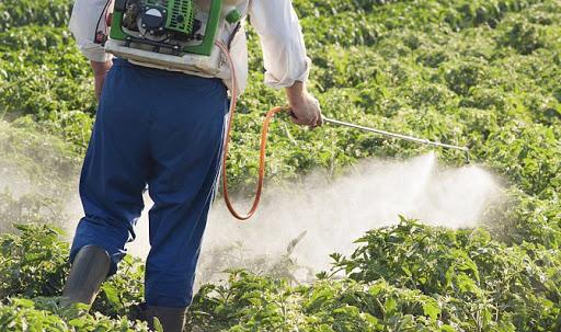 صورة أونسا تعيد تقييم التراخيص الممنوحة للمبيدات الزراعية