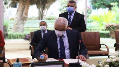 """صورة المغرب يوقع على مذكرة تفاهم مع مجموعة """"أسترازينيكا"""" لاقتناء لقاحات ضد كوفيد-19"""
