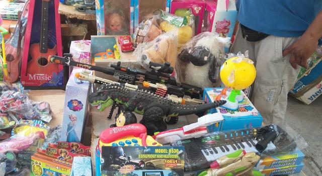 صورة مطالب بالتحقيق في احتواء لعب أطفال ومواد تجميل تباع في المغرب على مواد سامة