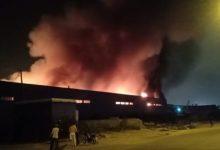 صورة تفاصيل أكبر حريق شبَّ بمستودعات منطقة صناعية بالدار البيضاء