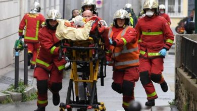 صورة إصابة خمسة أشخاص في عملية طعن بالسلاح الأبيض قرب المقر القديم لصحيفة شارلي إيبدو