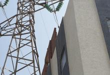 صورة تشييد منزل على بعد متر من عمود كهرباء ذي توتر عال بطنجة