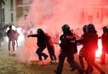 صورة احتجاجات عنيفة بإيطاليا رفضا لقيود كورونا والشرطة ترد بالرصاص والاعتقالات