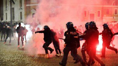احتجاجات عنيفة بإيطاليا رفضا لقيود كورونا والشرطة ترد بالرصاص والاعتقالات