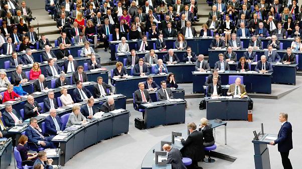 الحكومة الألمانية توافق على مراقبة الأجهزة الأمنية لمحادثات واتساب وماسنجر