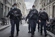 صورة اعتقال ناشطات فرنسيات أردن إلصاق 1000 نسخة من الرسم الذي بسببه قُطع رأس أستاذ التاريخ