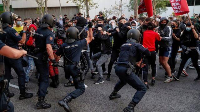 أعمال شغب وتخريب بمدن إسبانية رفضا للقيود المشددة لمواجهة كورونا